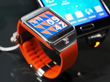 SAMSUNG Gear 2智慧錶4月登台 搶先動手玩【MWC 2014】