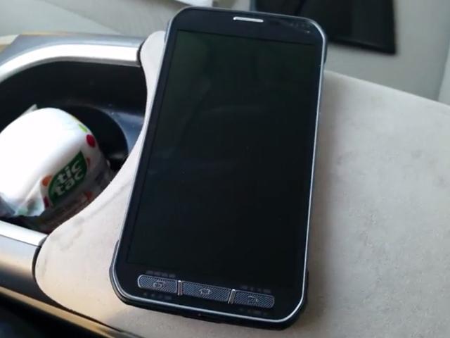 SAMSUNG S5 Active工程機現身 外型、介面全曝光