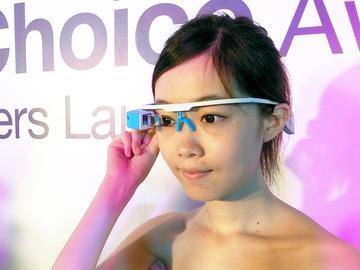 鉅景展出國產SiME智慧眼鏡 嗆聲Google Glass【Computex 2014】