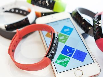 多彩智慧手環OAXIS「星21」預計7月登台【Computex 2014】