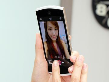 美圖手機Meitu 2雙13MP美顏相機 自拍、錄影皆動人