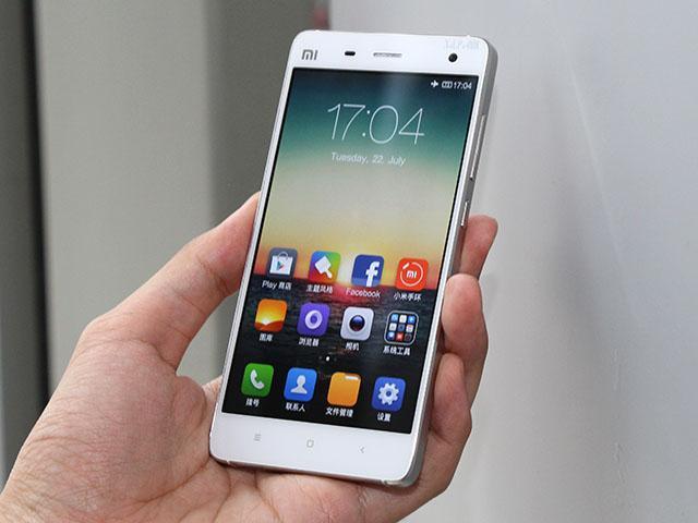 小米手機MI4發表直擊 不鏽鋼機身把玩體驗