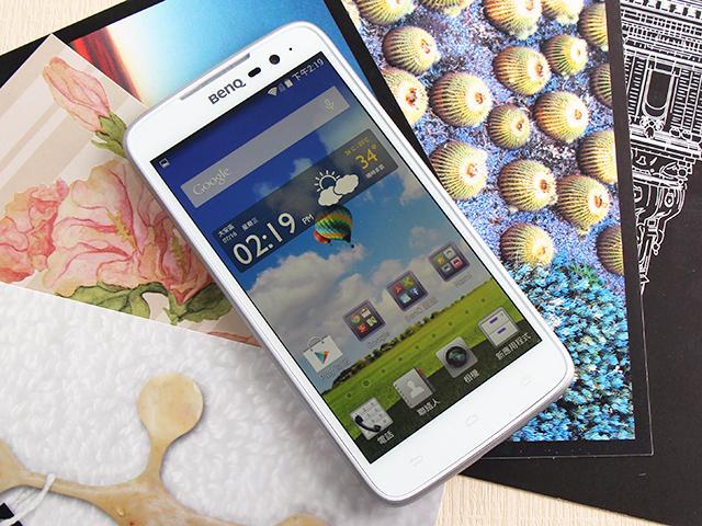5吋4G智慧手機BenQ F5 四倍高感光暗處依舊精彩