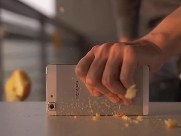 誰說超薄手機不堅固?OPPO R5推出暴力實測影片