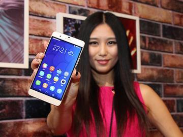 鎖定iPhone6 Plus!華為推雙眼手機榮耀6 Plus