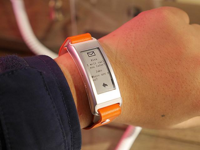 七天續航力!聯想Vibe Band VB10智慧錶體驗【CES 2015】