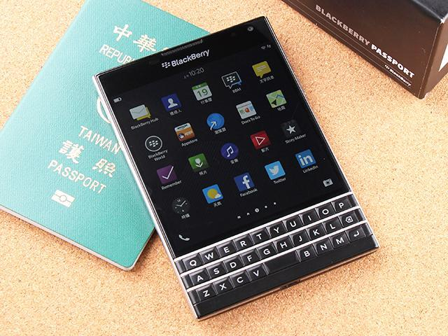 最「正」的智慧型手機 BlackBerry Passport