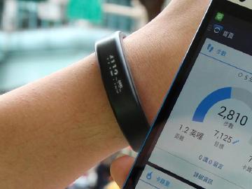 輕巧防水、運動良伴 Garmin Vivosmart智慧手環