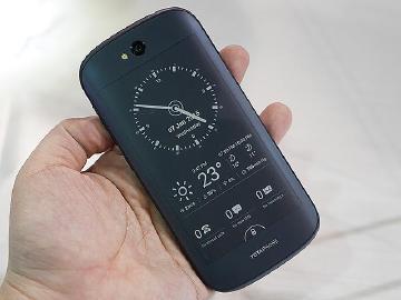 台灣將開賣?雙螢幕手機YotaPhone 2獲認證