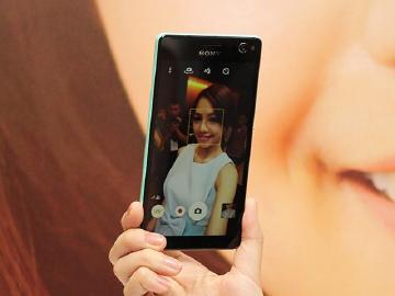 [評測]Sony C4自拍手機 人像風格與AR遮罩速測
