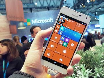 輕薄入門Win10機 Microsoft Lumia 650動手玩[MWC 2016]