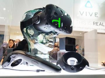 HTC Vive市售版動眼看!造型微調整[MWC 2016]