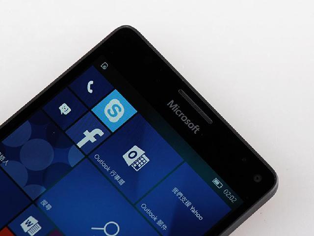 Win 10手機銷售退步46% 微軟可能向安卓iOS靠攏