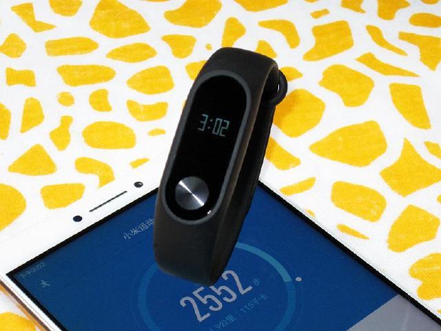 小米手環2代搶先開箱 螢幕顯示可當手錶用