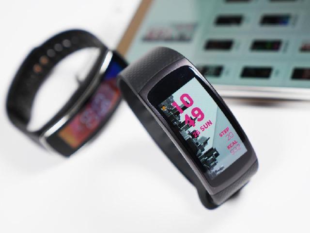 SAMSUNG Gear Fit2動手玩!與初代Gear Fit面對面