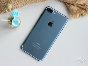 5.5吋藍色iPhone 7亮相 採用iOS 10介面