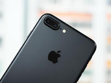 傳iPhone 8有三突破:OIS雙鏡頭、玻璃機身與無線充電
