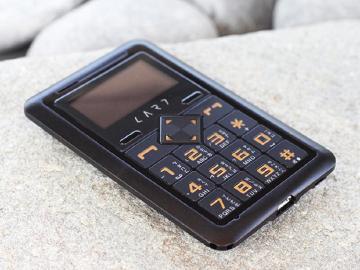 CARD Phone推3G功能手機CM1-Globe 三千有找
