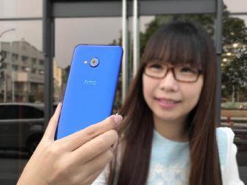 HTC U Play正反都好拍 水漾流線開箱