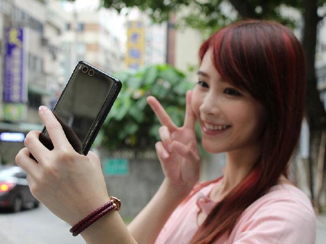 四曲面、雙鏡頭手機規格!小米6台灣上市開箱