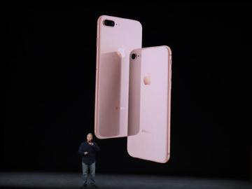 iPhone 8、8 Plus採前後玻璃、金屬機身設計
