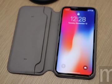 避免消磁 蘋果呼籲別將信用卡等卡片與iPhone一起放上無線充電板
