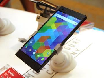 搭載高通S835的雷蛇遊戲手機 Razer Phone簡單看