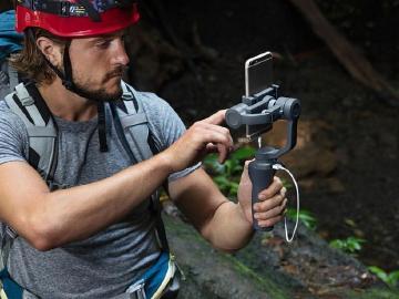 DJI發表第二代Osmo Mobile 2 強調手機拍攝更輕、更方便