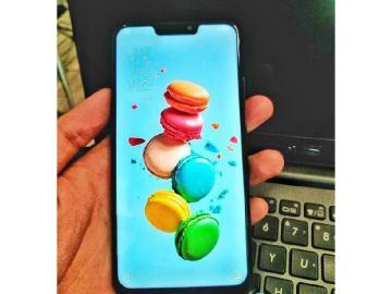 激似iPhone X 華碩ZenFone 5實機曝光
