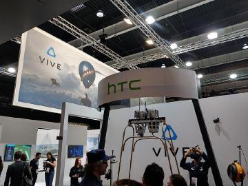 HTC展出VIVE Pro與U11+ 王雪紅闡述VIVE願景[MWC 2018]
