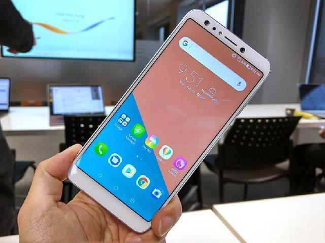 華碩ZenFone 5Q動手玩 4鏡頭、前後120度廣角[MWC 2018]