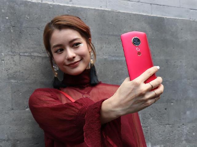 6.01吋美圖T9手機發表 不只自拍美顏還可拍照全身美型