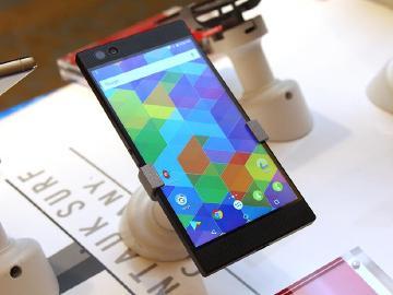 Razer Phone 2現身跑分網 傳將導入Chroma背光效果