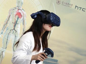 Vive Pro結合醫學 HTC DeepQ攜手北醫大成立VR解剖學教室