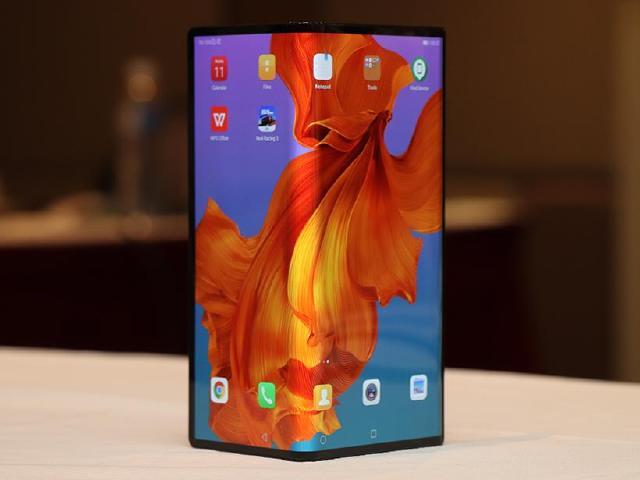 華為折疊手機首度登台 HUAWEI Mate X近距離體驗