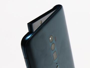 OPPO Reno手機搶先體驗!全螢幕、側旋升降鏡頭好搶眼