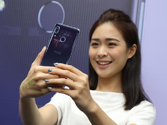 半透明機身、前後雙鏡頭規格 HTC U19e台灣6/11上市