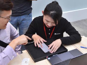 華為手機鎖定花粉 6/14推出4大回饋與7大服務