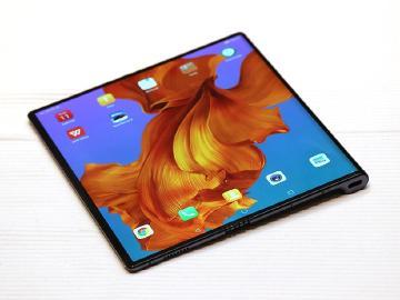 除了對折還有三折設計 HUAWEI可折疊螢幕手機新專利曝光
