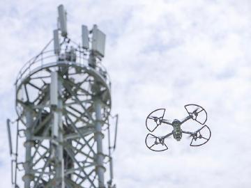 遠傳導入docomo sky 以無人機結合AI進行基地台鐵塔檢測