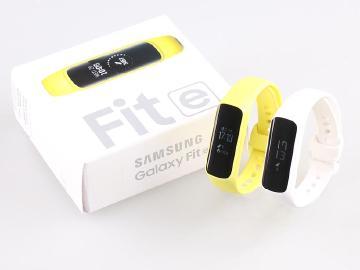 心率偵測、訊息提醒!三星Galaxy Fit e平價手環開箱