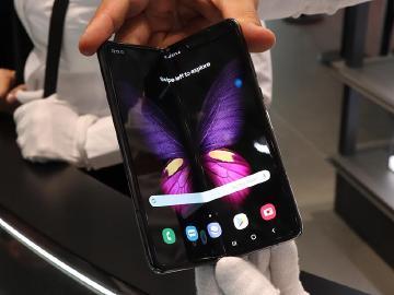 三星可折疊螢幕手機 Galaxy Fold實機體驗[IFA 2019]