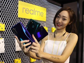realme XT四鏡頭手機10/25開賣 5與5 Pro將於11月上市