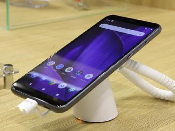 夏普低價手機悄悄開賣 SHARP AQUOS V七千有找