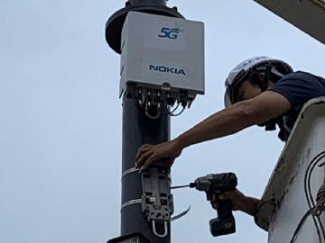 中華電信完成首座5G小型基地台智慧路燈建置測試