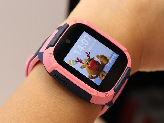 鎖定兒童及長輩!遠傳4G愛講定位手錶支援語音助理與視訊通話