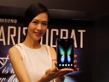三星Galaxy Fold摺疊螢幕手機1月上市 12/27開放限量預購