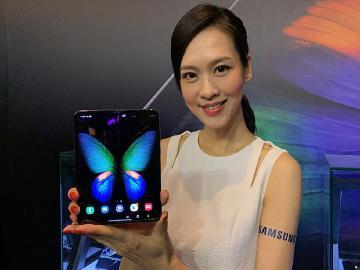 SAMSUNG Galaxy Fold重點評測:摺疊螢幕、6鏡頭、多工操作