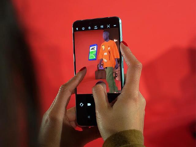 HTC攜手台灣設計師 U19e與VIVE Pro登上巴黎時裝周