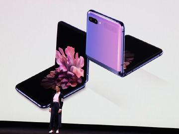 三星發表Galaxy Z Flip小巧折疊手機 Thom Browne聯名款同步推出